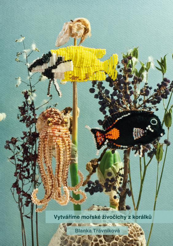 Obálka knihy Vytváříme mořské živočichy z korálků [návrh Blanka Kochová]